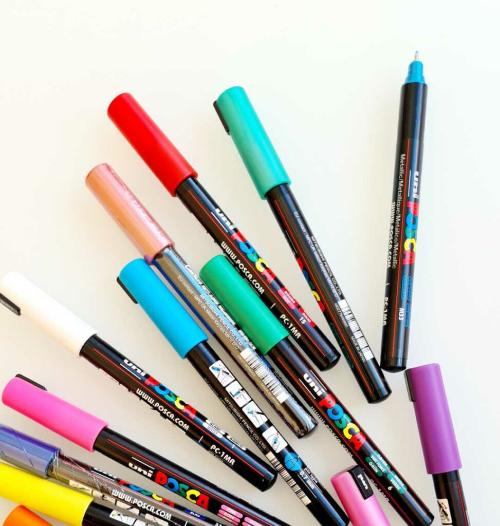 Posca PC1-MR markers for outlines