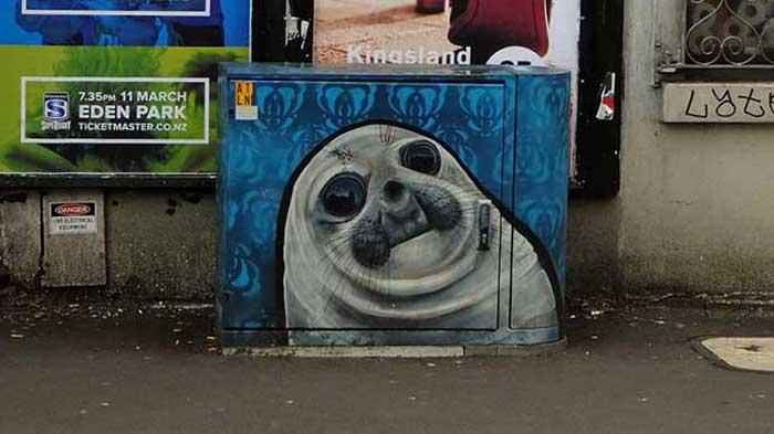 Graffiti Spotting: Seal work of Streetart in New Zealand